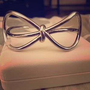 🆕Banana Republic Bow Bracelet
